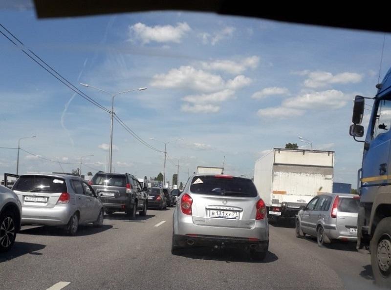 Прилет Дмитрия Медведева в Воронеж остановил движение на федеральной трассе