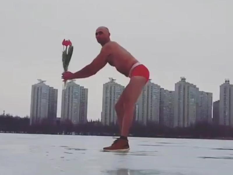 Воронежец разделся ради зажигательного танца для девушек