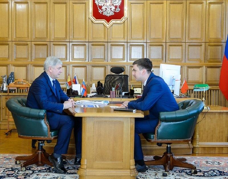 Губернатор Гусев встретился с «позором Воронежа»