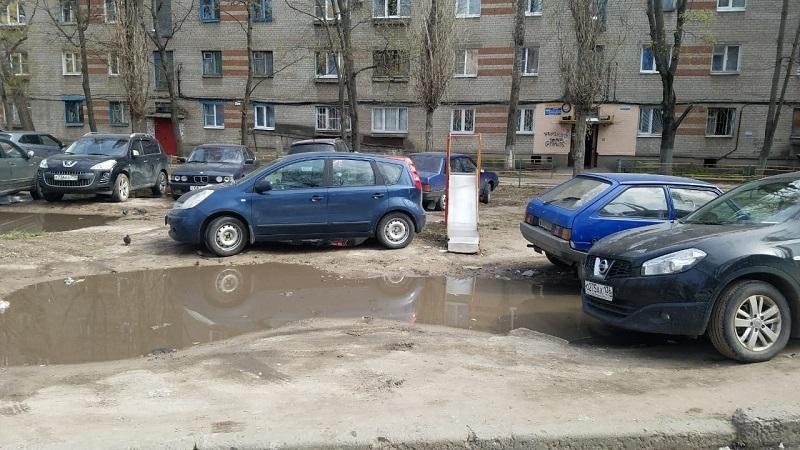 Детскую площадку превратили в игру на выживание в Воронеже