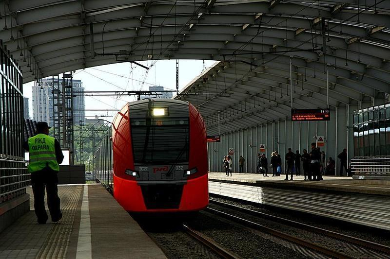 Поезд «Санкт-Петербург-Воронеж» сбил москвича