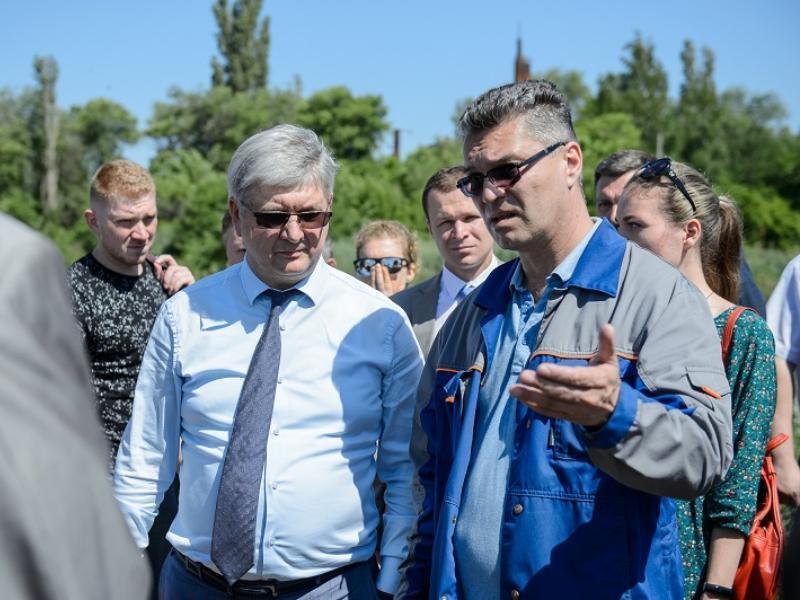 Губернатор Александр Гусев на месте разобрался в вонючих проблемах Воронежа
