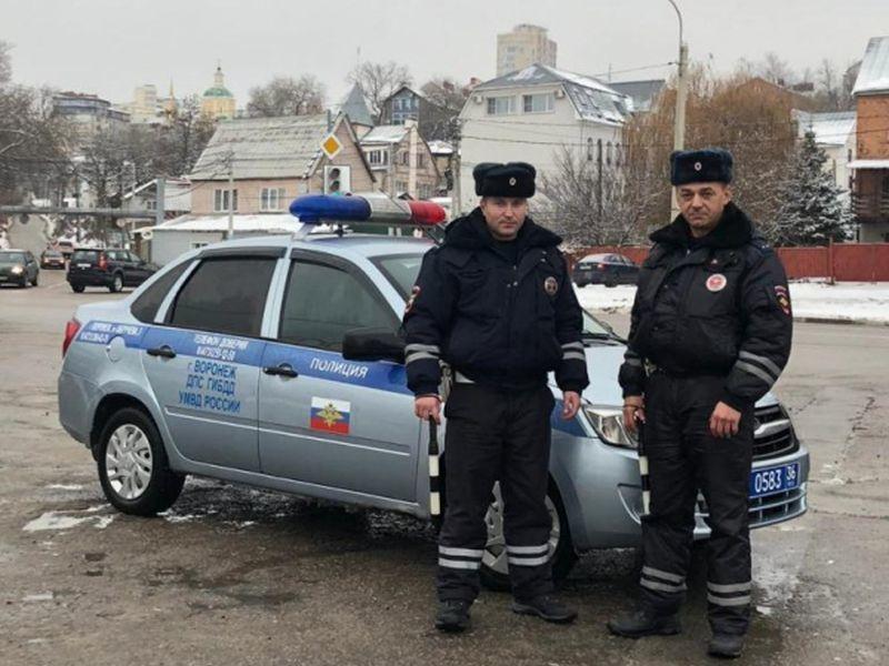 На улице Воронежа полицейские спасли от смерти эпилептика