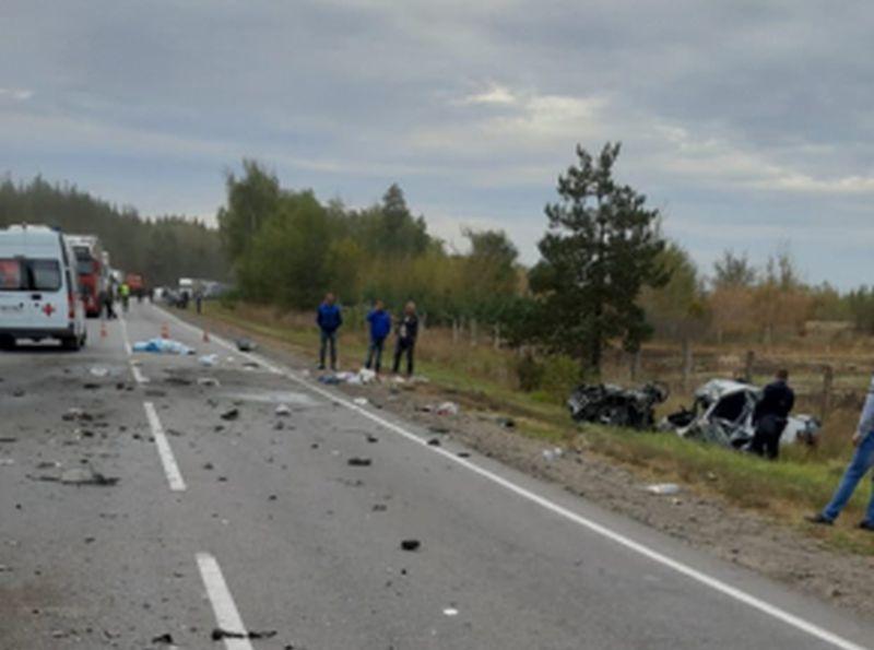 В ДТП с легковушкой и грузовиком на воронежской трассе погибли два белгородца