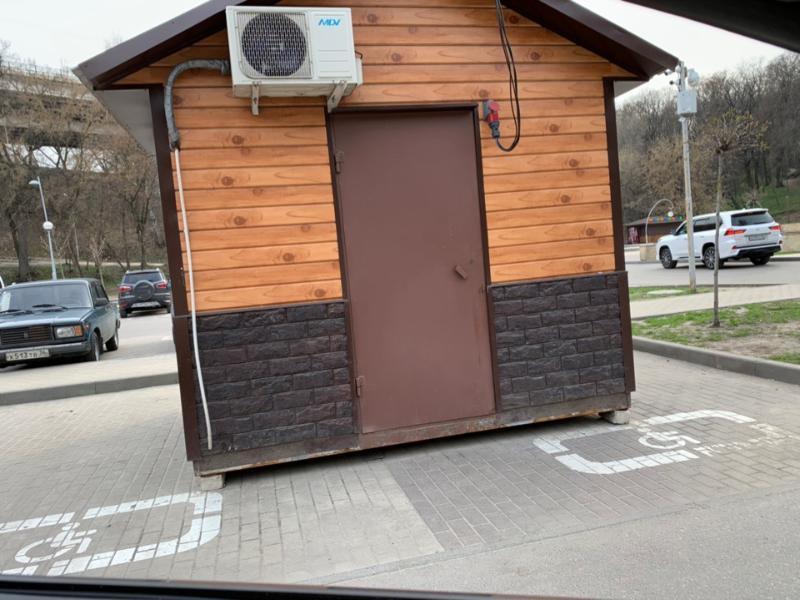 Киоску фаст-фуда разрешили потеснить инвалидов в Воронеже