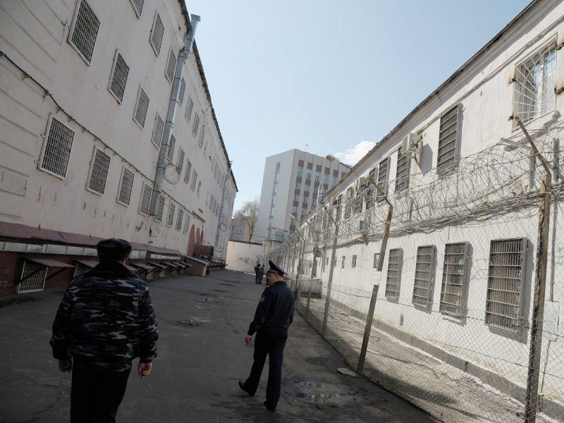 За телефон для арестанта экс-сотрудника СИЗО приговорили к «условке» в Воронеже