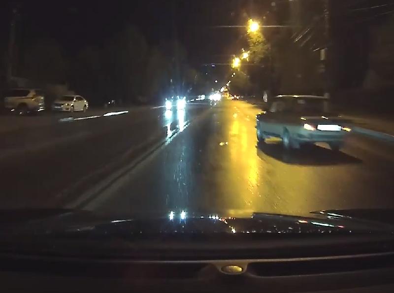 Искусный уход от ДТП продемонстрировал водитель в Воронеже