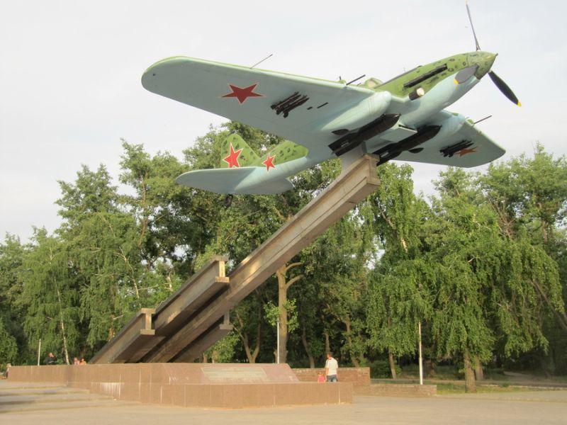 40 лет назад у авиазавода в Воронеже открыли памятник штурмовику ИЛ-2