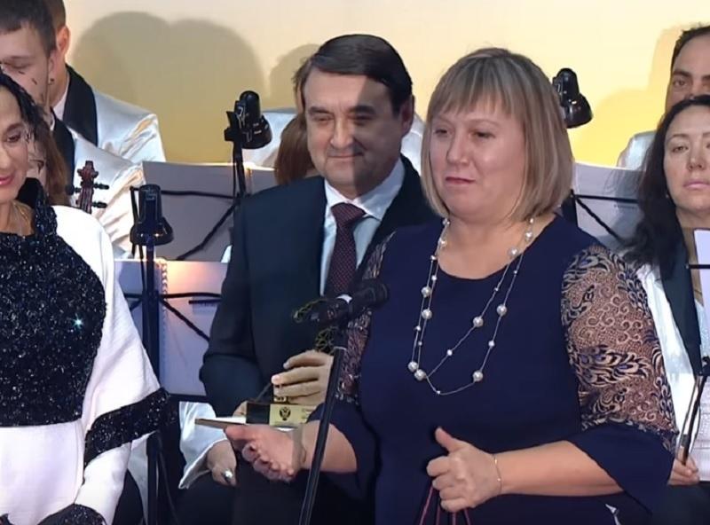 Помощник Путина вручил премию учительнице из Воронежа