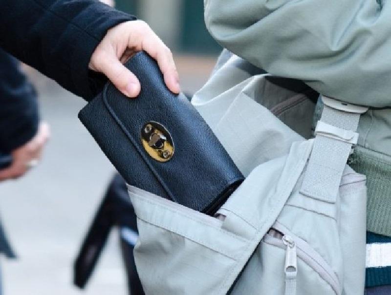 43-летнего карманника-рецидивиста с поличным задержали в Воронеже