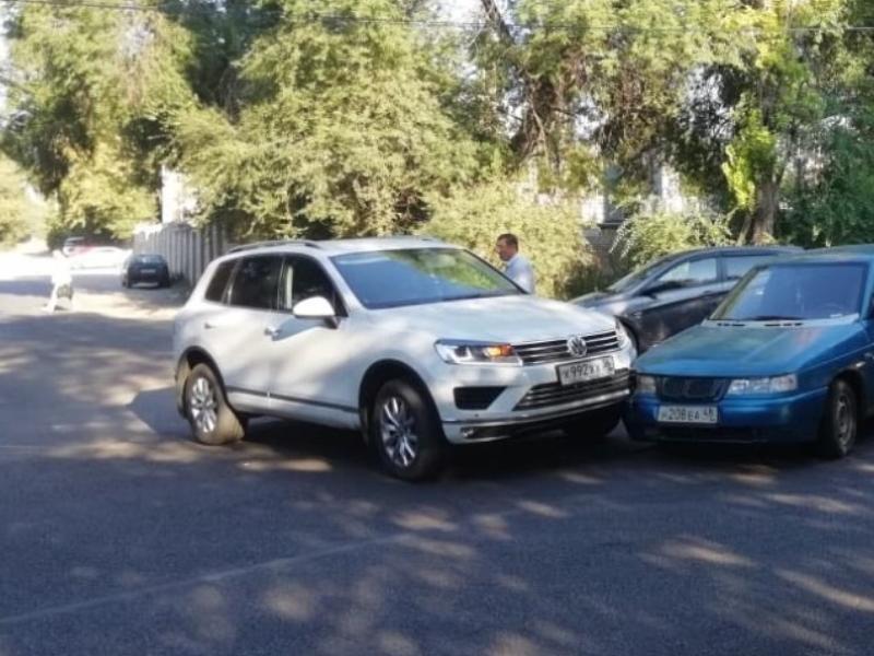 Засветившийся на скандальном видео с воронежским депутатом Volkswagen попадал в странное ДТП