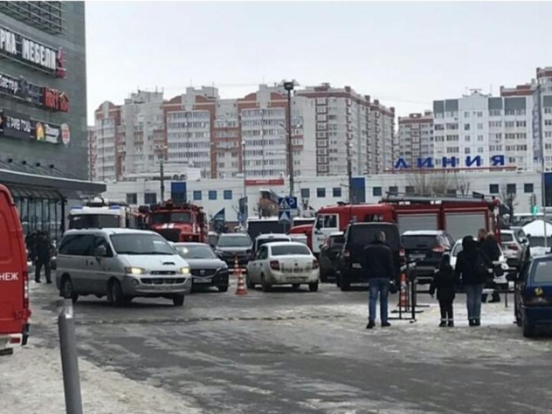 Названа причина переполоха с пожарными у ТЦ в Воронеже