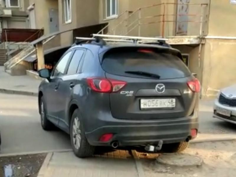 Заезжего мастера парковки на Mazda пристыдили в Воронеже