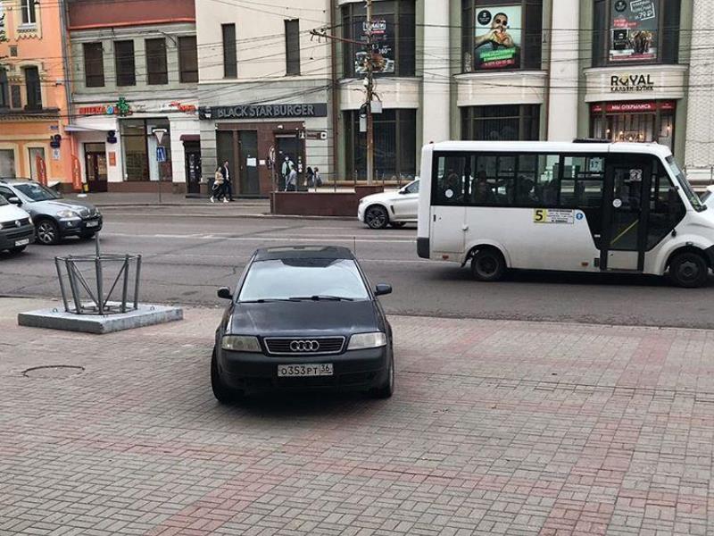 Водитель Audi похвастался превосходством в центре Воронежа
