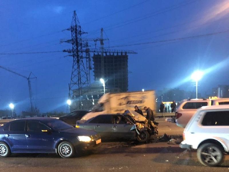 В массовом ДТП на окружной дороге Воронежа пострадали два человека