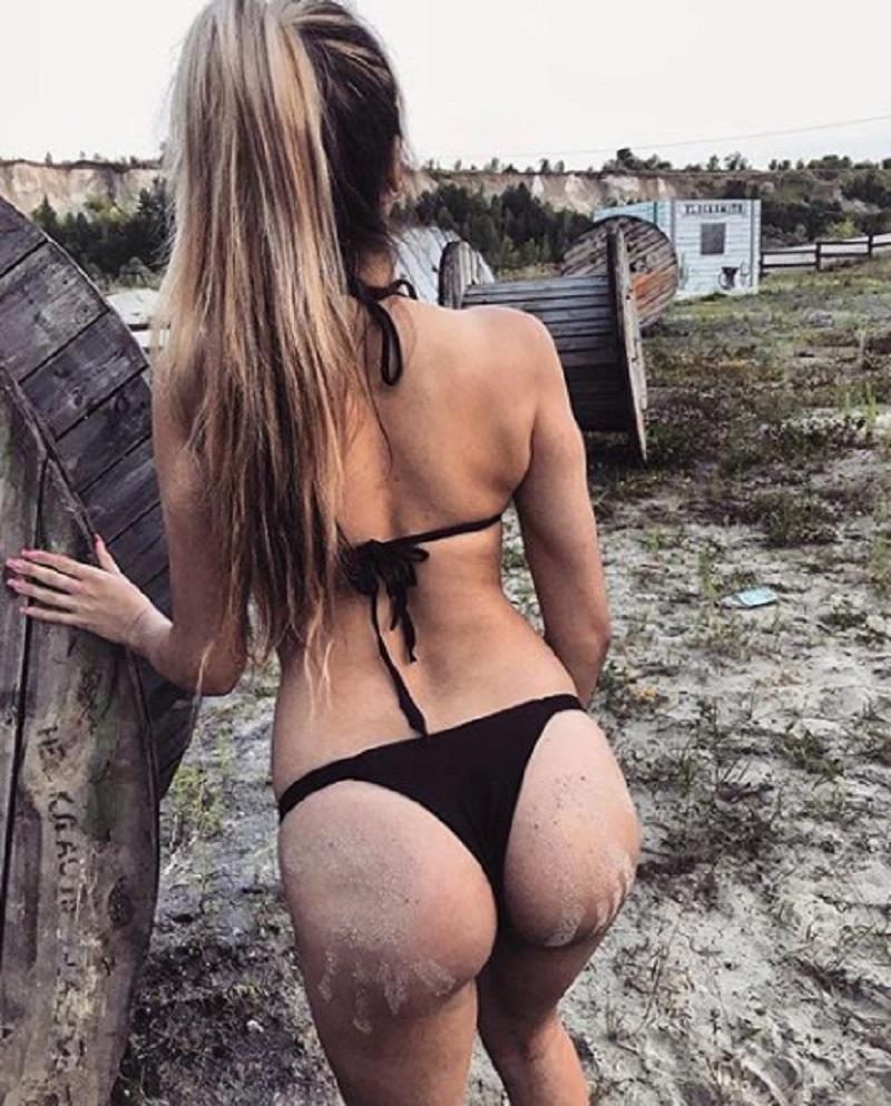 Девушку в трусиках со странными следами на попе сфотографировали в Воронеже