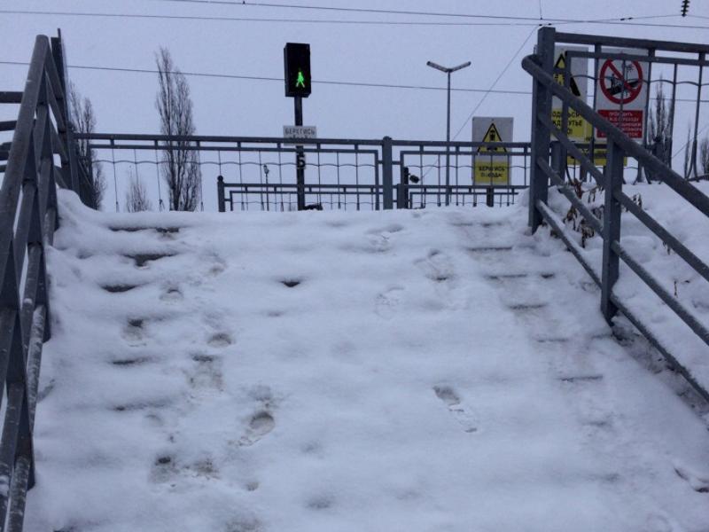 В ледяной ад превратилась дорога к ж/д путям в Воронеже