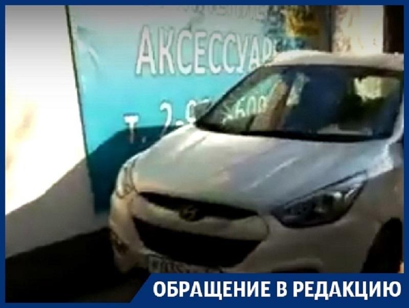 Двойное притеснение пешеходов сняли в Воронеже