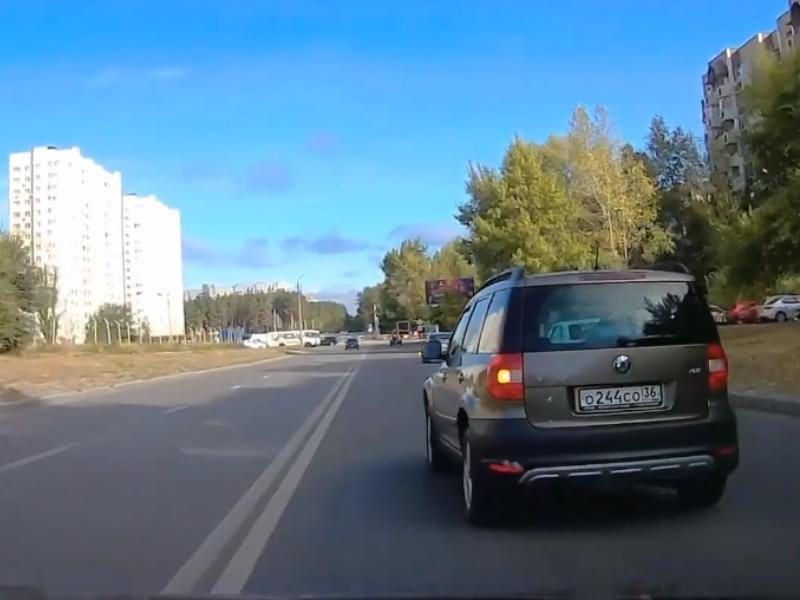 Спешащая в День города воронежская автомобилистка отличилась на дороге