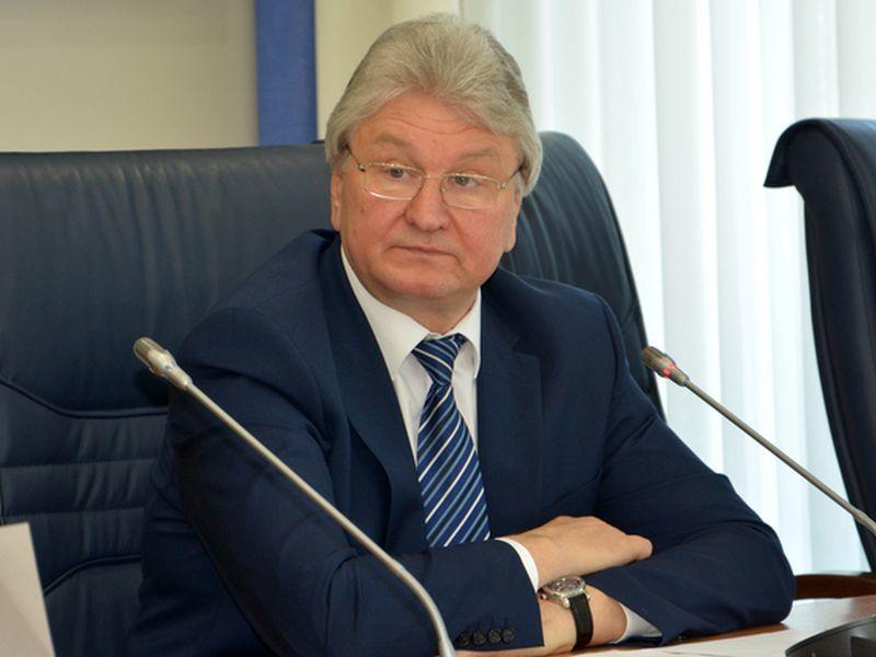 Финансовое неравенство из года в год показывают спикер горДумы Ходырев и его жена