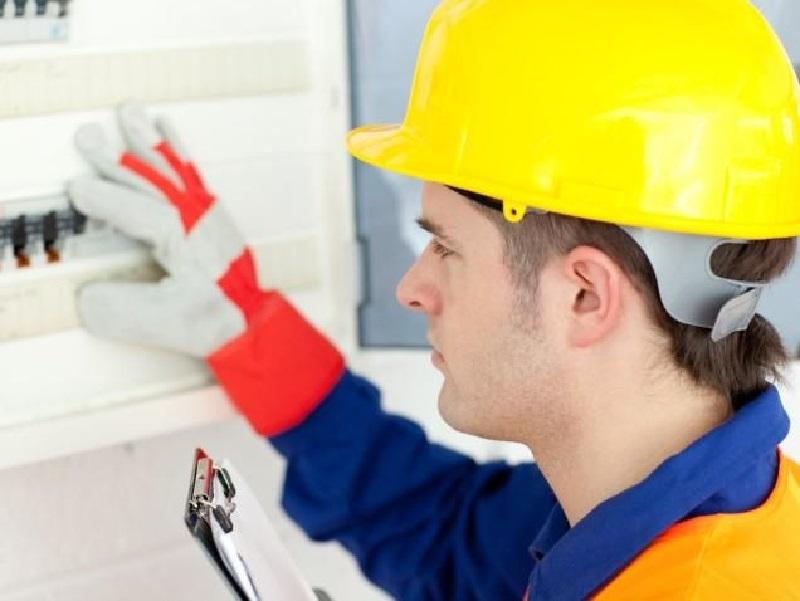 Зарплату воронежских инженеров-электриков раскрыли аналитики