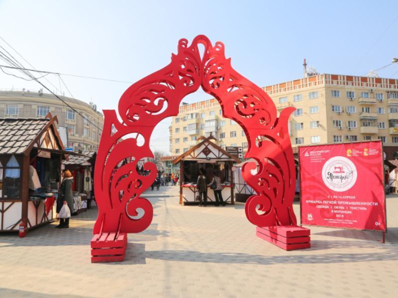 Торговцы одеждой и обувью захватили любимое место оппозиционеров в Воронеже