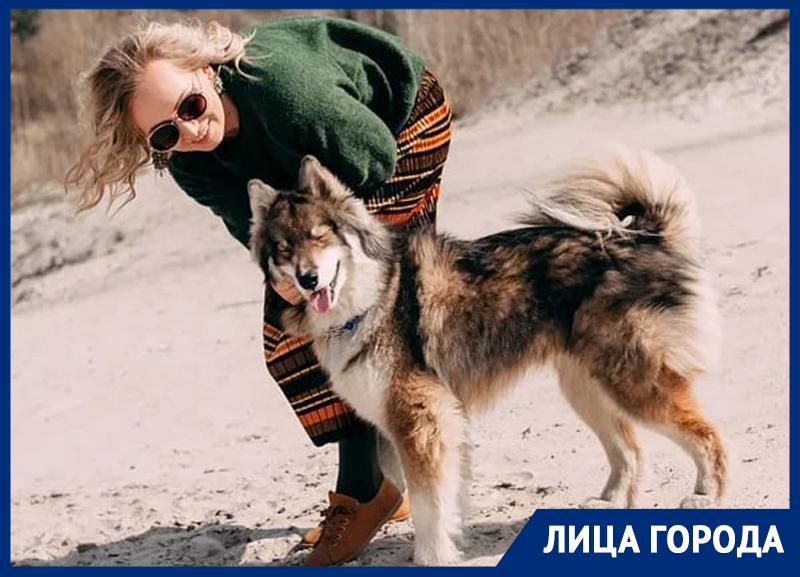 Фидель дома ведет себя, как кот, - хозяйка собаки-кенгуряки из Воронежа