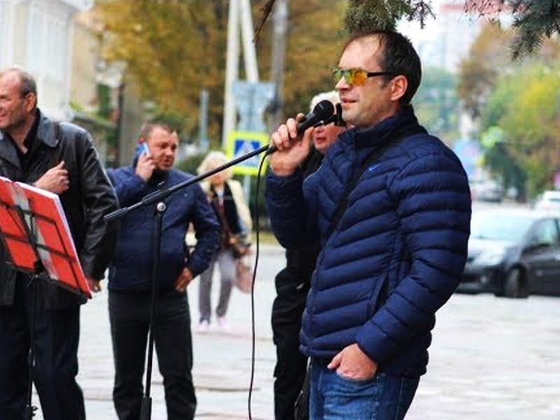 Депутат-певец от КПРФ Померанцев потерял 1,5 млн рублей доходов