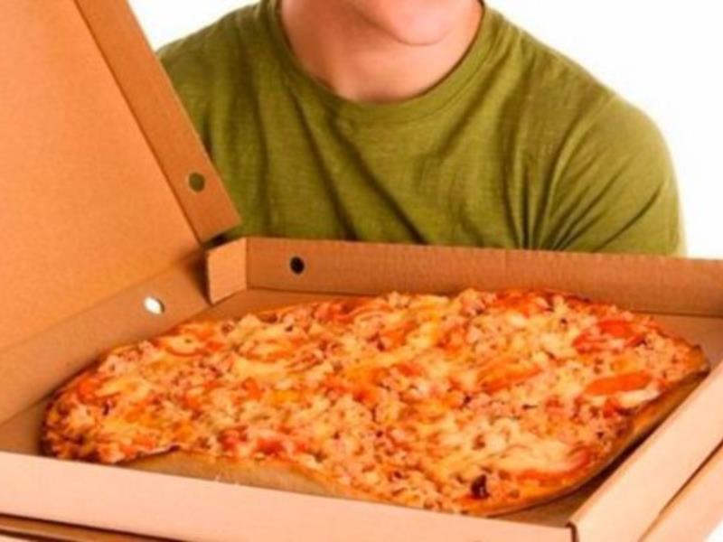 Голодные воронежцы напали на курьера по доставке пиццы