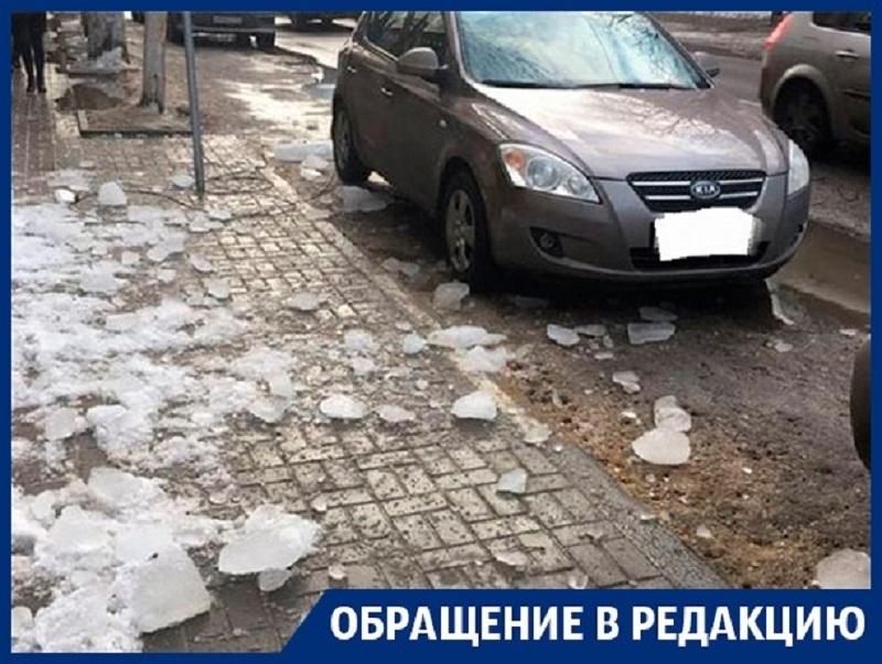 Ледяная бомбежка произошла в «сердце» Воронежа