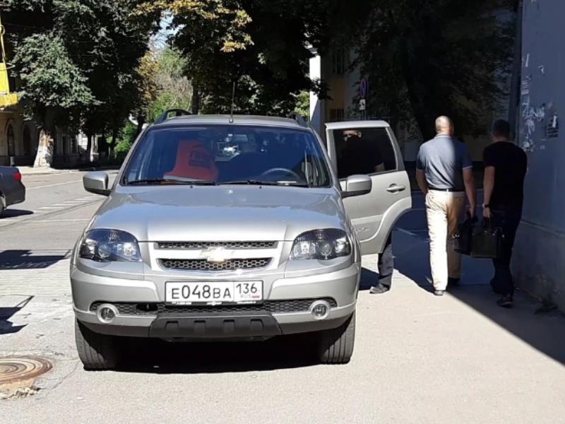 Безобразной парковкой отличился воронежец в центре города