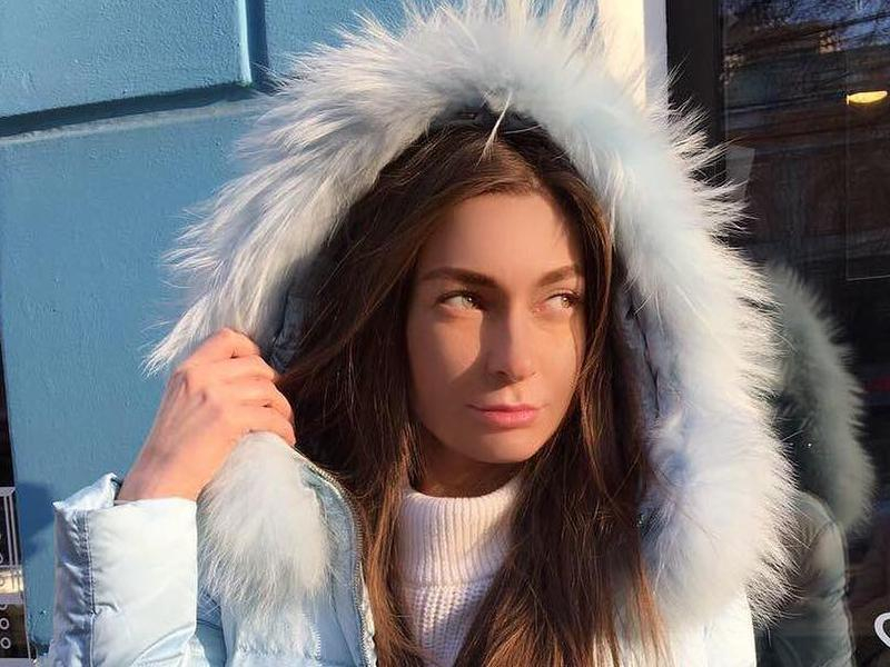 Подруга рассказала о состоянии девушки, лицо которой изрезали бокалом в Воронеже