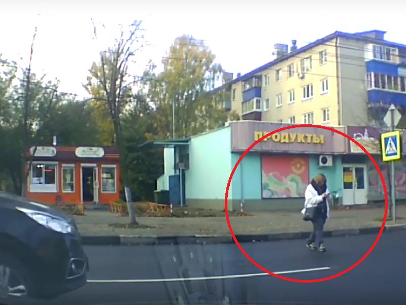 Тихоходка с гаджетом поиграла на нервах водителей в Воронеже