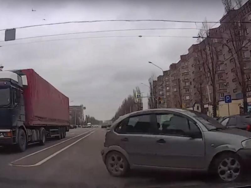 Реакция спасла автомобилистку от лобового ДТП в Воронеже