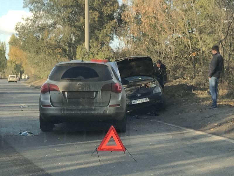 Автомобилистка на Lada Priora жестоко поплатилась за выезд на встречку в Воронеже