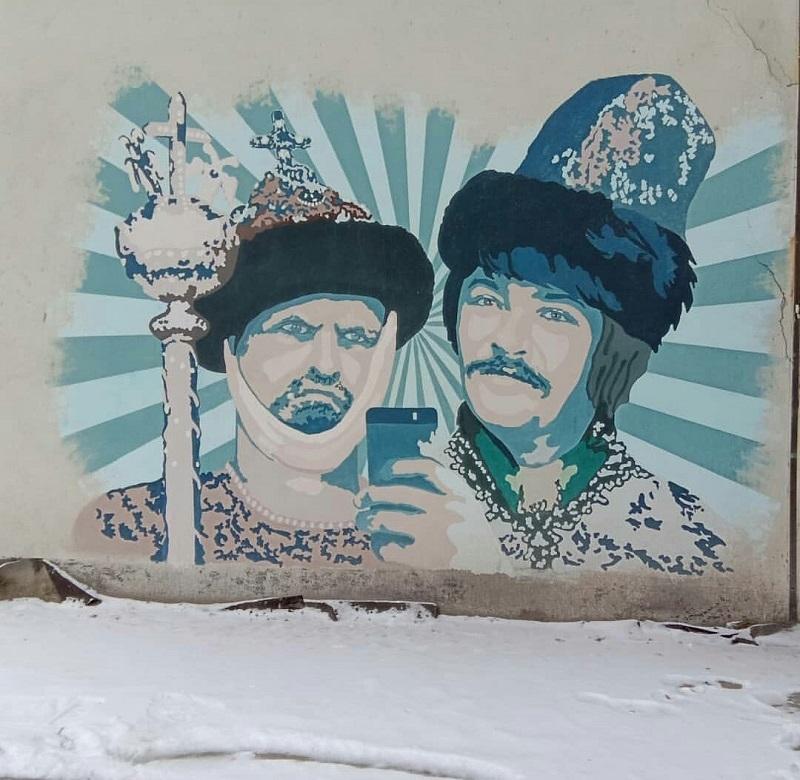 Ивана Грозного с iPhone изобразили на стене дома в Воронеже