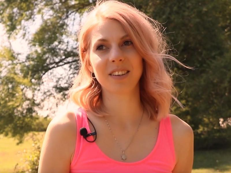 31-летняя Виктория Алферова — начинающий парикмахер, влюбленный в искусство и Петербург