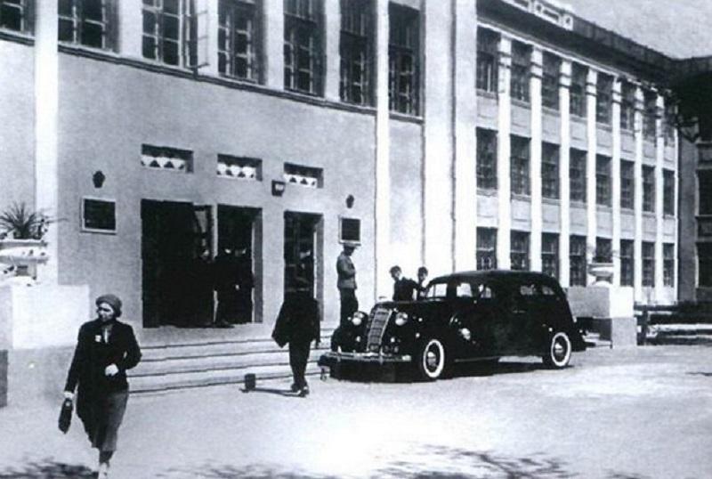Элитный автомобиль ректора ВГУ показали на архивном снимке