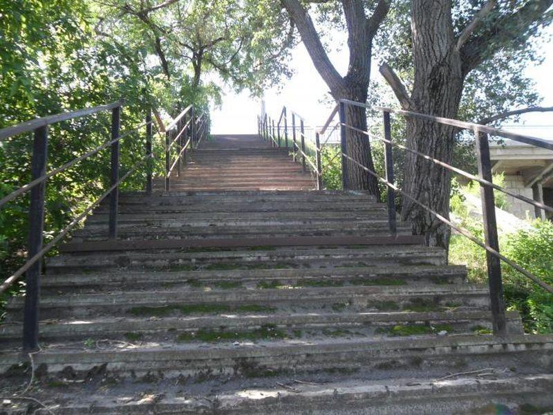 В Воронеже отремонтируют семь нагорных лестниц