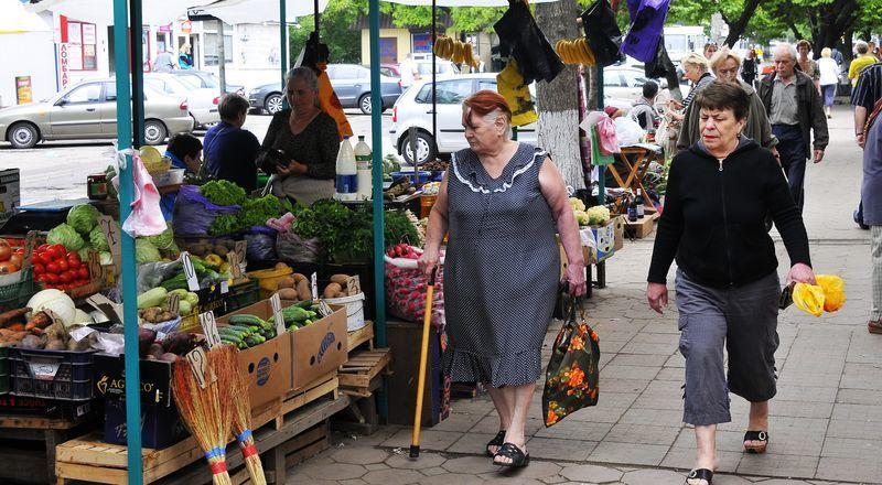 Кстенин потребовал разогнать уличных торговцев на Моисеева в Воронеже