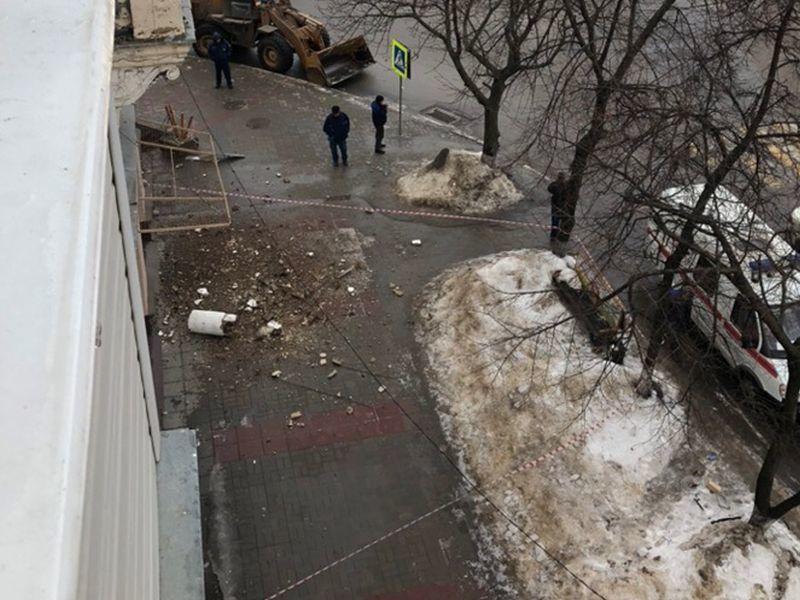 Обрушилась колонна одного из красивейших домов Воронежа