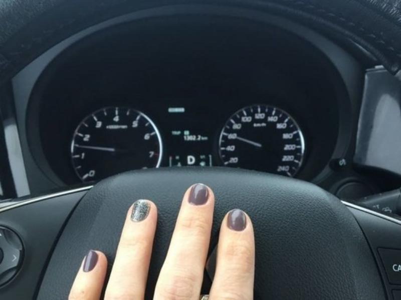 40-летнего воронежца застали с юной племянницей в чужой машине