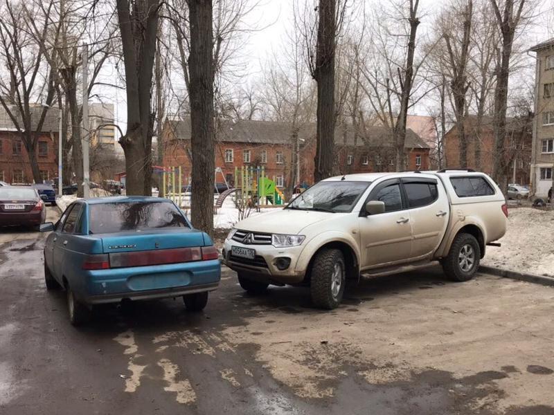 Женская парковка без номеров возмутила жителей Воронежа