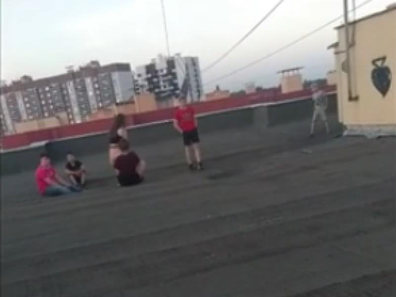 Недетское развлечение детей попало на видео в Воронеже