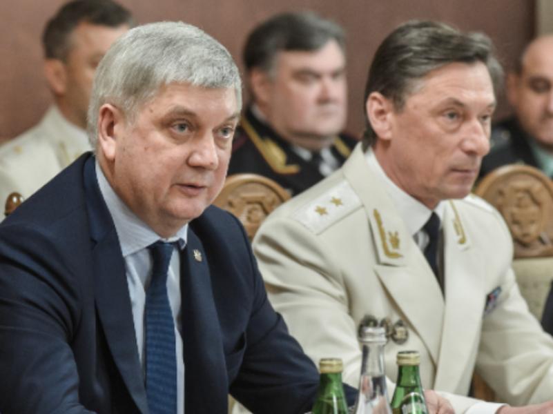 Губернатор Гусев поздравил прокурора Шишкина с орденом от Путина