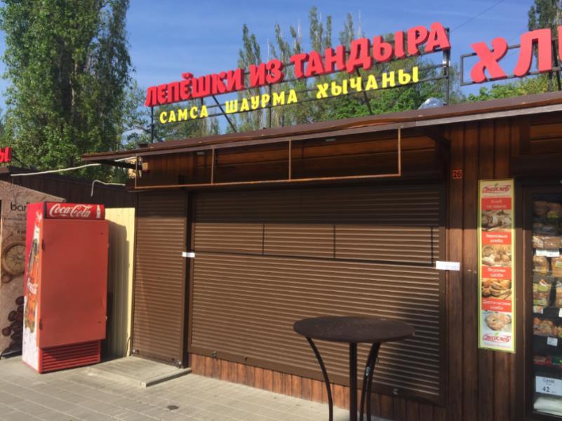 Очередную шаурму закрыли в Воронеже, не найдя там моечных ванн