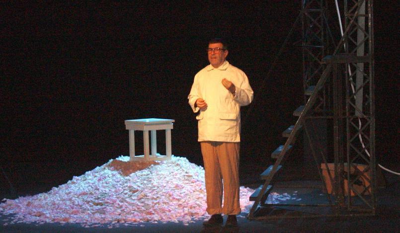 Евгений Гришковец взбесился и остановил спектакль из-за мобильных телефонов воронежцев