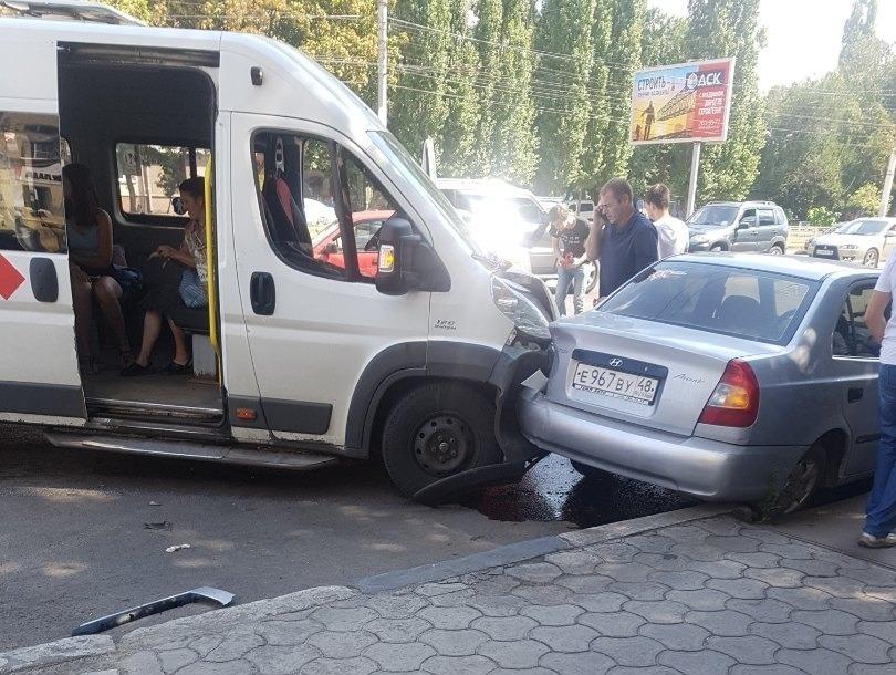 Стали известны подробности массового ДТП с участием маршрутки в Воронеже