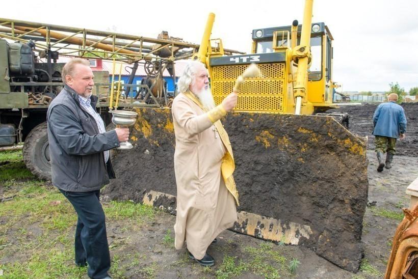 Лагерь геологов в Новохоперском районе Воронежской области освятил отец Александр