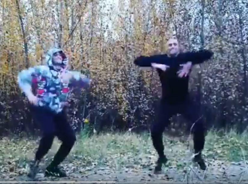 Дикие танцы с воображаемым близнецом устроил воронежец на видео